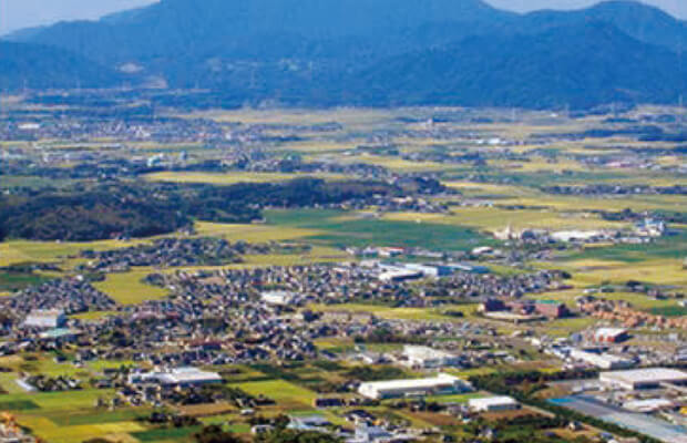 朝倉郡筑前町中牟田は、都市圏にほど近い環境は新たな生活スタイルを求める「田園回帰」の動きとマッチした都会に近い田舎「とかいなか」として注目されています。