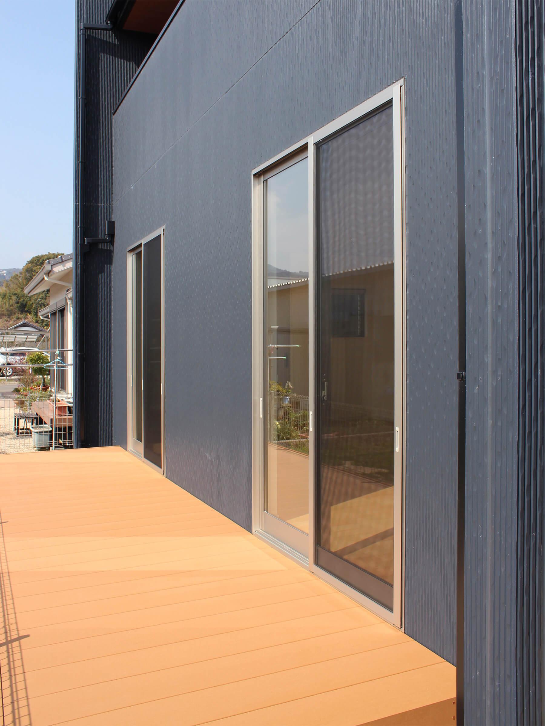 新築一戸建て建売住宅「OURS CASA 多久駅前 B号地」ウッドデッキ