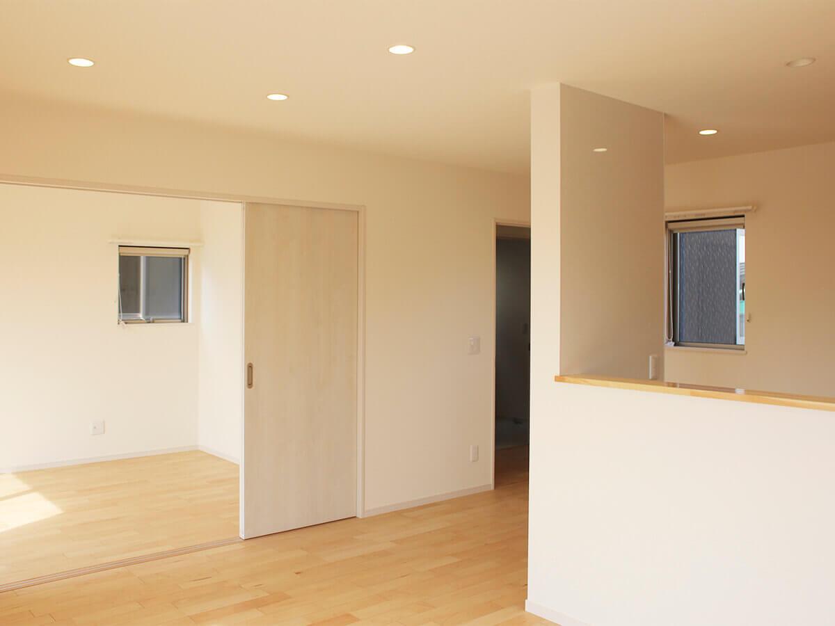 新築一戸建て建売住宅「OURS CASA 多久駅前 B号地」LDKと洋室