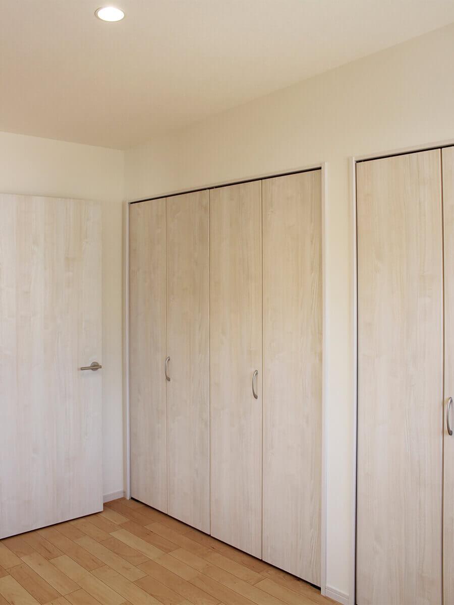 新築一戸建て建売住宅「OURS CASA 多久駅前 B号地」2F洋室①収納