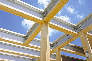 木の温もりに鉄の強さをプラス。 構造計算で耐震性や耐久性も確認。