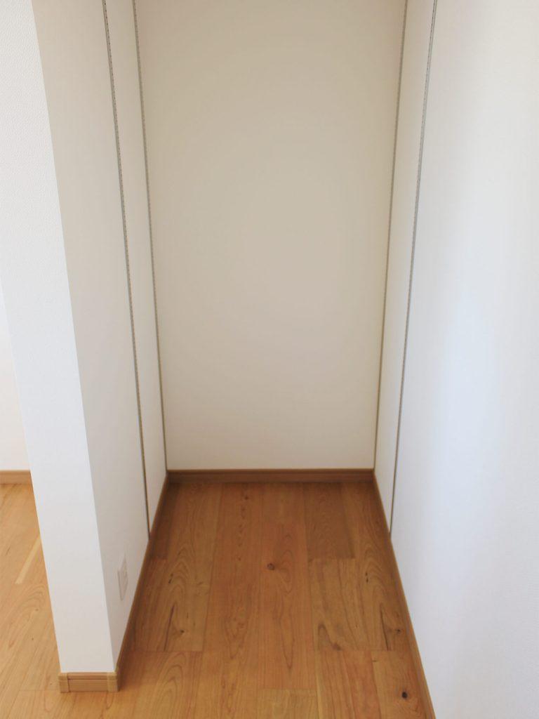 新築住宅「OURS 筑後西牟田」パントリースペース(正面から)