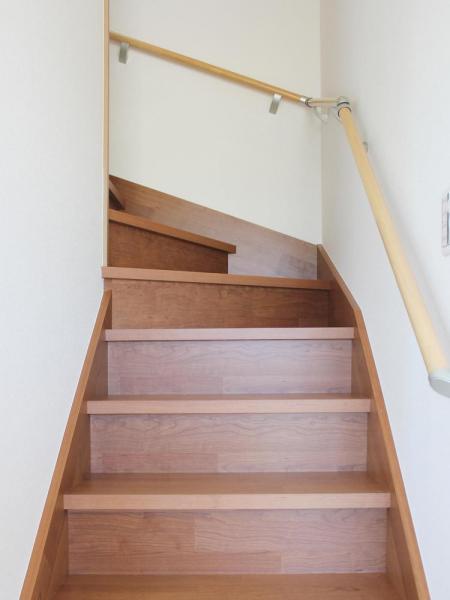 新築住宅「OURS 筑後西牟田」階段