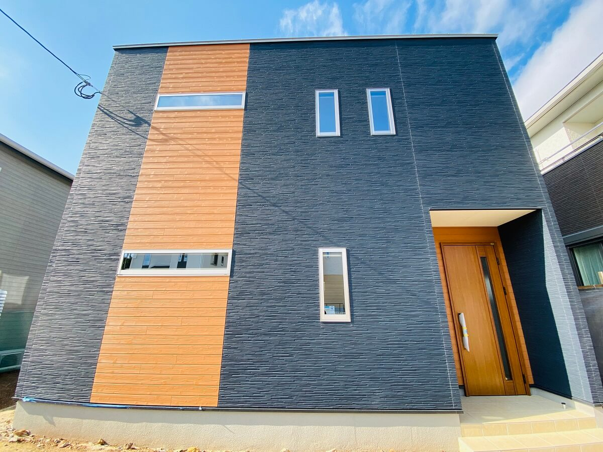 大村市赤佐古町新築戸建建売住宅「OURS赤佐古」 ◆外壁にアクセントを設ける事で、スタイリッシュな雰囲気になりますね。