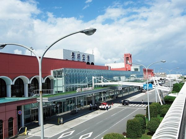 長崎空港まで車で約10分