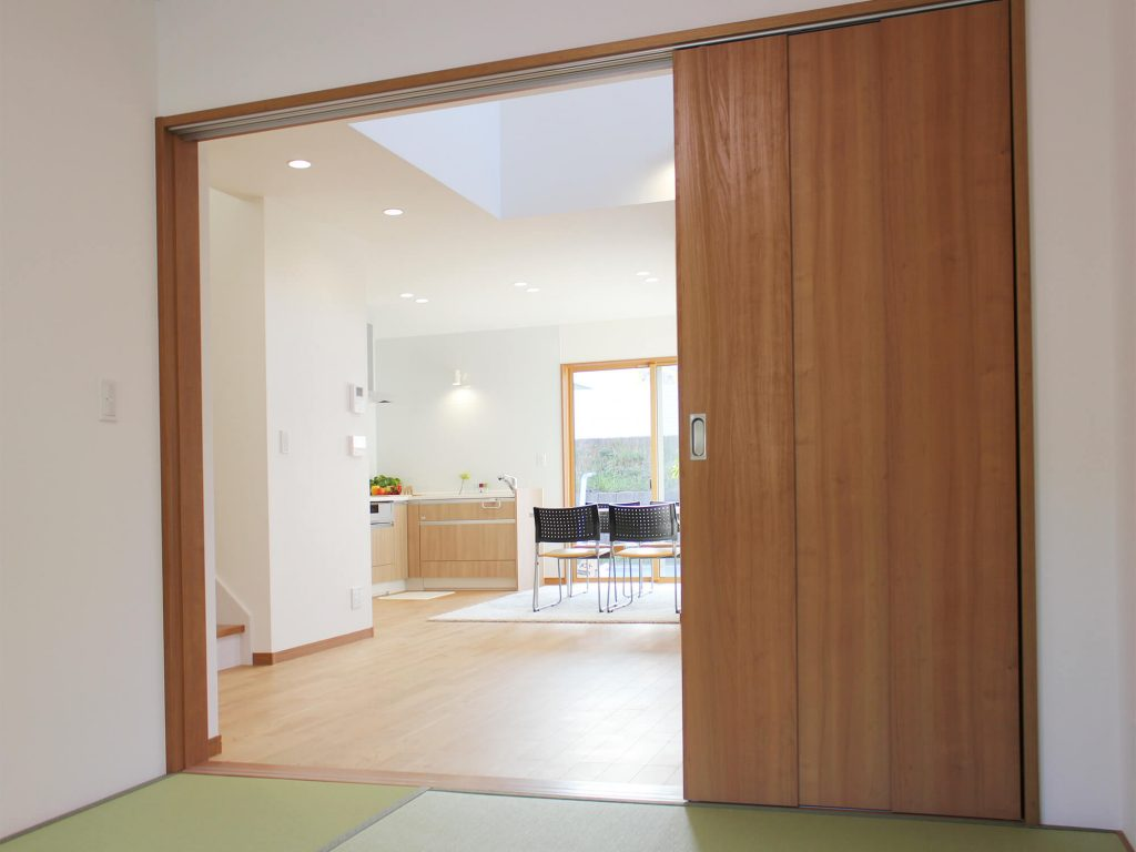 筑紫野市原田 新築建売住宅「OURS筑紫野原田」和室から見たLDK