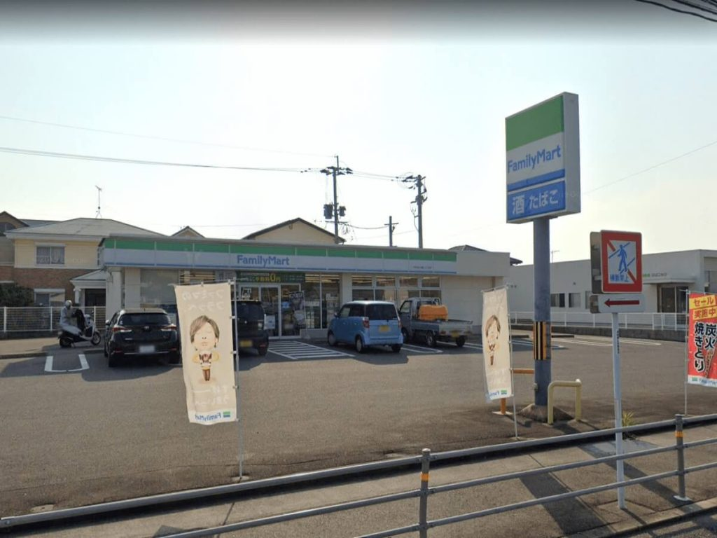 OURS黒丸からファミリーマート宮小路店まで徒歩9分(720m)