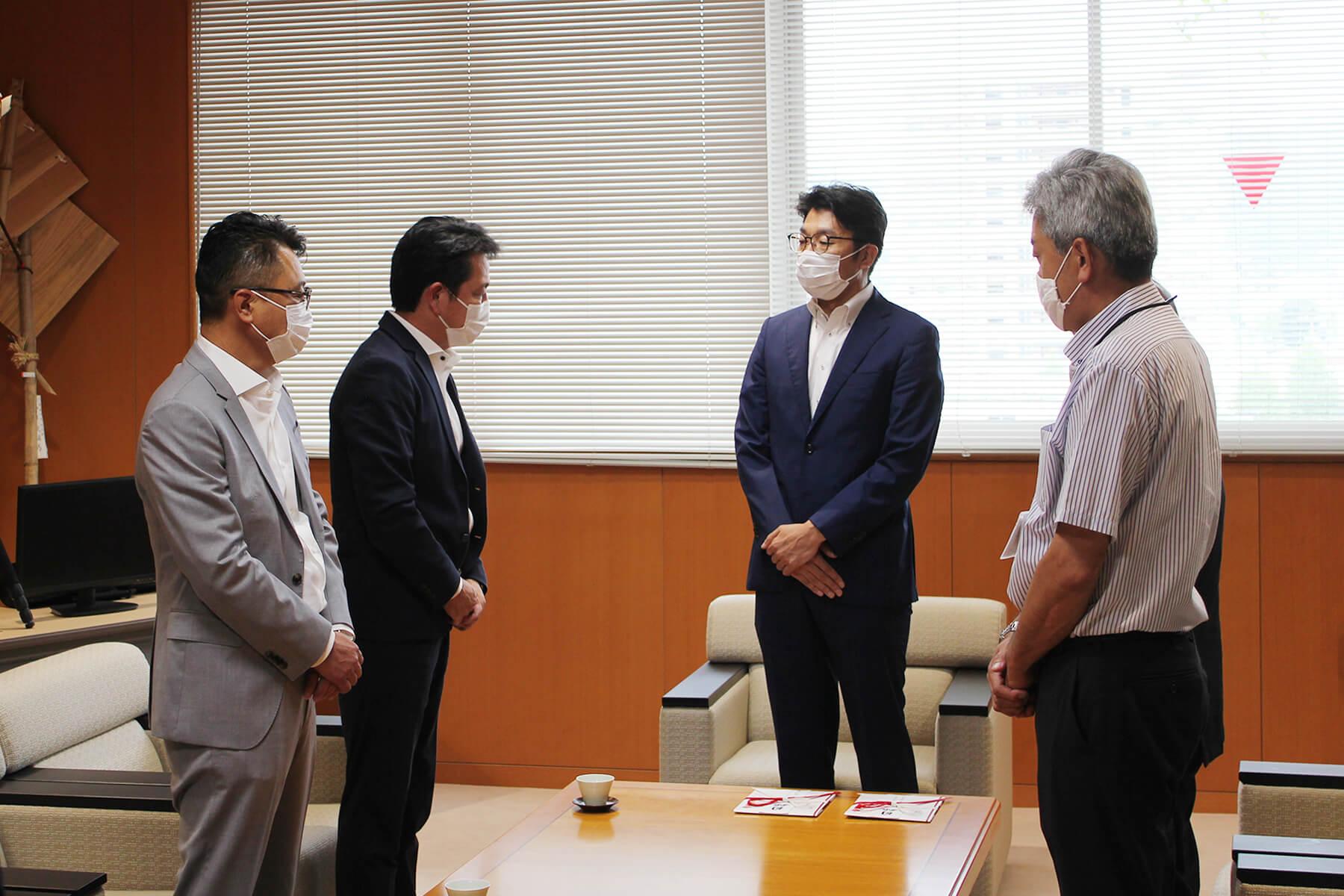 小松政 武雄市長の話を聞く野畑龍彦 朝日I&Rグループ会長