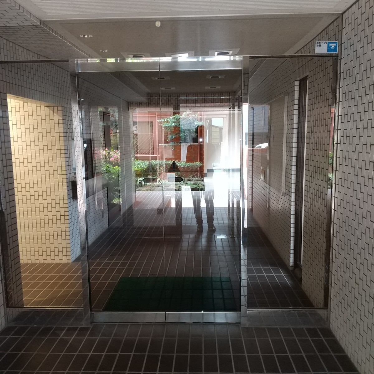 リノベマンションREOURS_ロマネスク室見 エントランス2